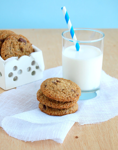 Whole wheat chocolate chip cookies / Cookies integrais com gotas de chocolate
