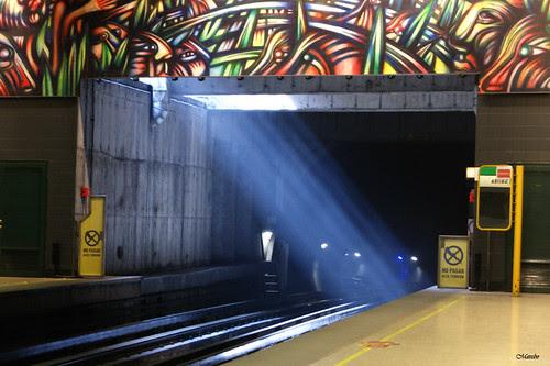 Metro de Santiago, estación Parque Bustamante by Alejandro Bonilla