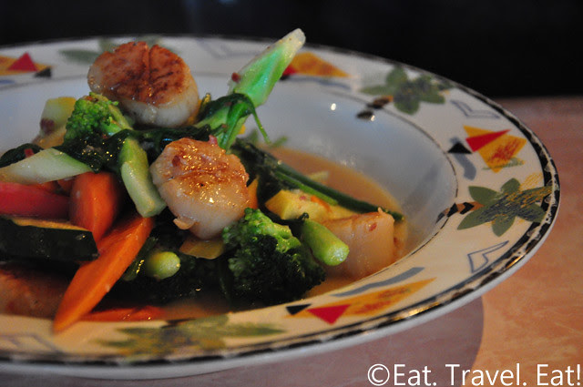 Sesame Grill: Vegetables with Scallop in White Wine Garlic Sauce