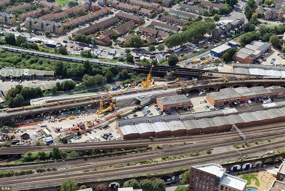 Η αναδιαμόρφωση των μικρών είσοδο της σήραγγας στο Bermondsey, νότια του Λονδίνου, που είναι μέρος του Thameslink σιδηροδρομικό έργο £ 6.500.000.000