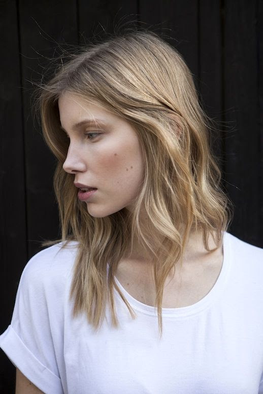 Le Fashion Blog Beauty Blonde Wavy Hair White Tee Berry Lips Via Stefan Tueshaus