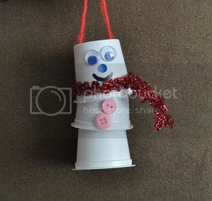 kids can use keurig pods to create cute Christmas ornaments
