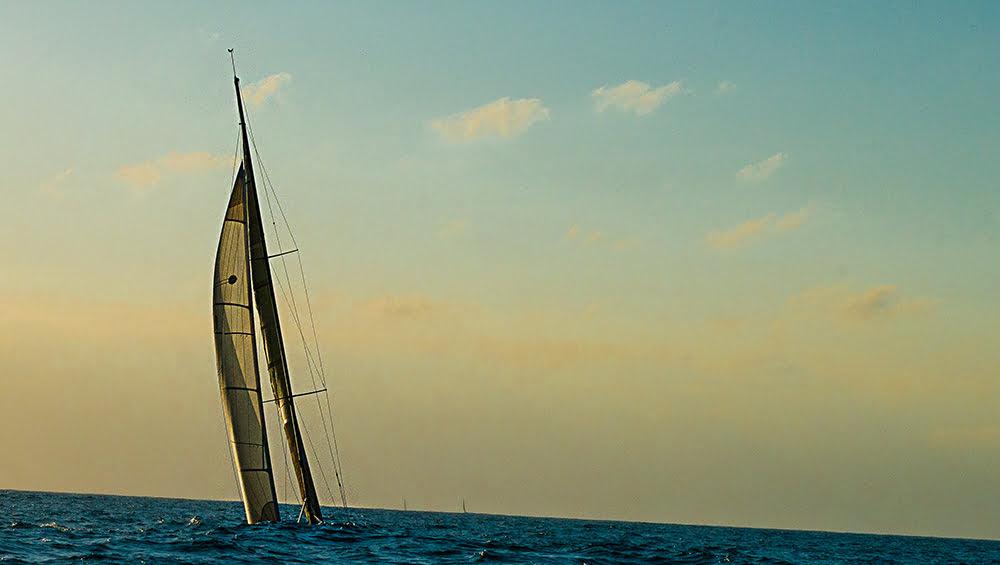Ubatuba Sailing Week em fotos, imagem de veleiro orçando
