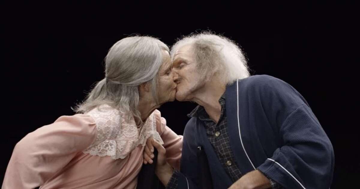 """Vídeo: este casal de noivos foi """"envelhecido"""" com a ajuda de maquiagem e você precisa ver as reações deles"""