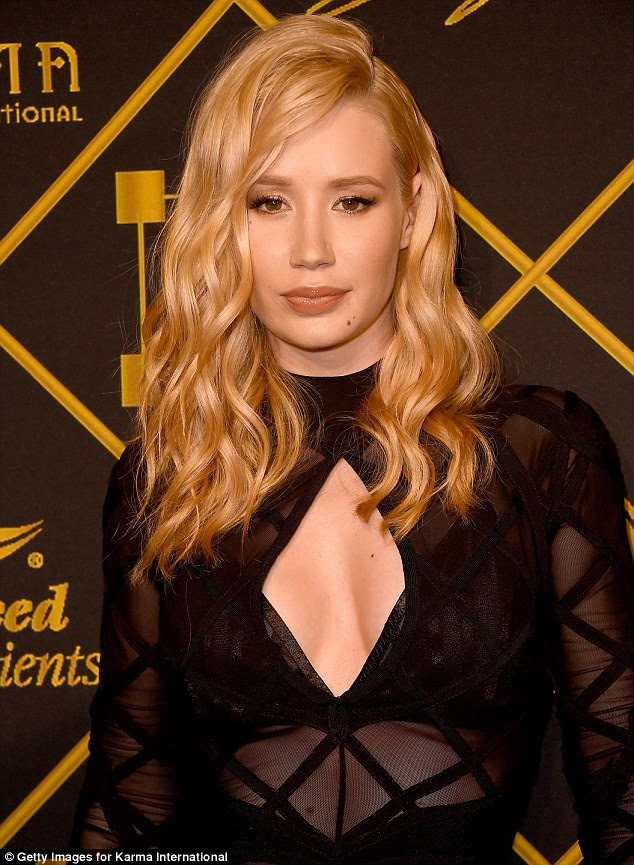 Blonde bombshell: Wearing her blonde locks in tumbling waves down around her shoulders, Iggy let her golden locks frame her pretty face, whilst she wore a simple palette of make-up