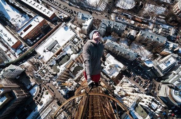 dizzying photos of ukrainian daredevil hanging from tall buildings 07 in Dizzying Photos of Ukrainian Daredevil Hanging from Tall Buildings