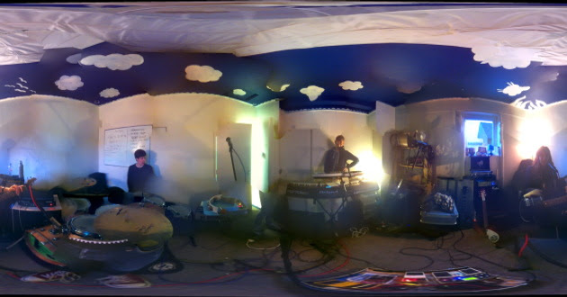 Screaming Maldini in the practice space, panorama stylee