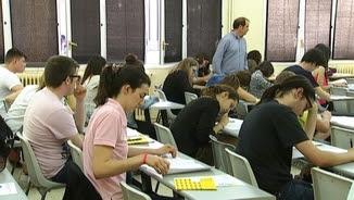Alumnes fent l'examen de selectivitat