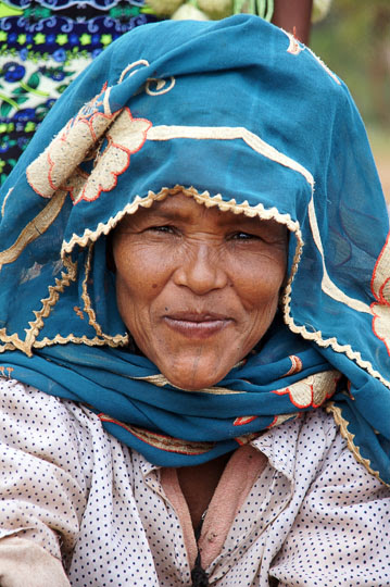 Woman with colorful headdress in the market of Hawariyat Wereda village, 2012