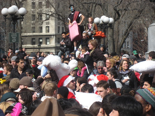 3 2008 union square pillow fight new york 007