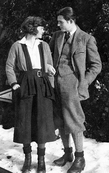 File:ErnestHemingwayHadley1922.jpg