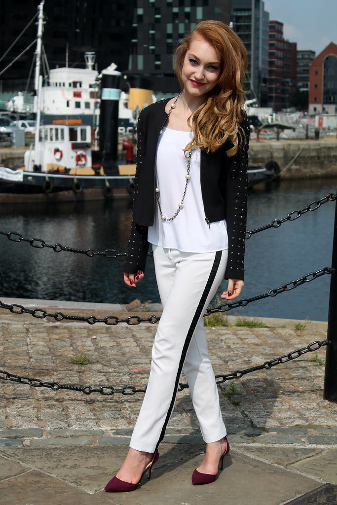 Monochrome outfit (2)