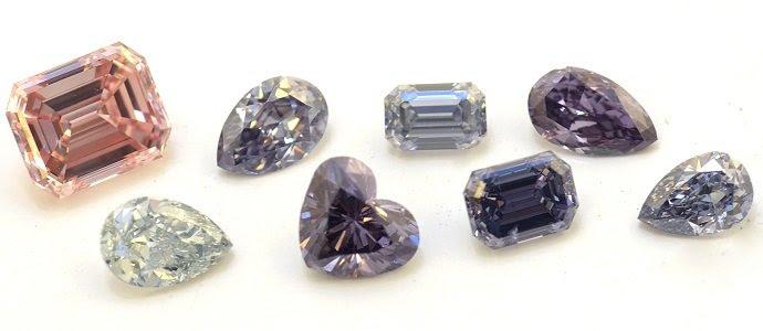 Una colección de diamantes Argyle en rosa fantasía, de fantasía violeta y azul de lujo