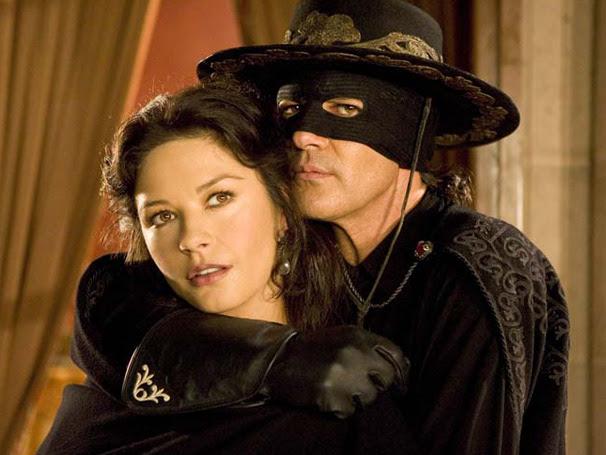 Além de ser casado com Elena (Catherine Zeta-Jones), Don Alejandro de la Vega (Antonio Banderas) é o justiceiro Zorro (Foto: Divulgação)
