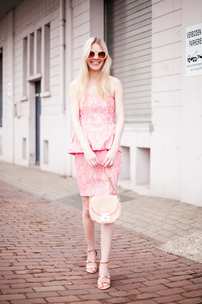 Pink-zara-dress-neutral-lucette-bag-peach-zara-sandals_400