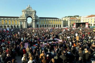 """Mais de 300 mil encheram o """"Terreiro do Povo"""" contra o governo da troika."""