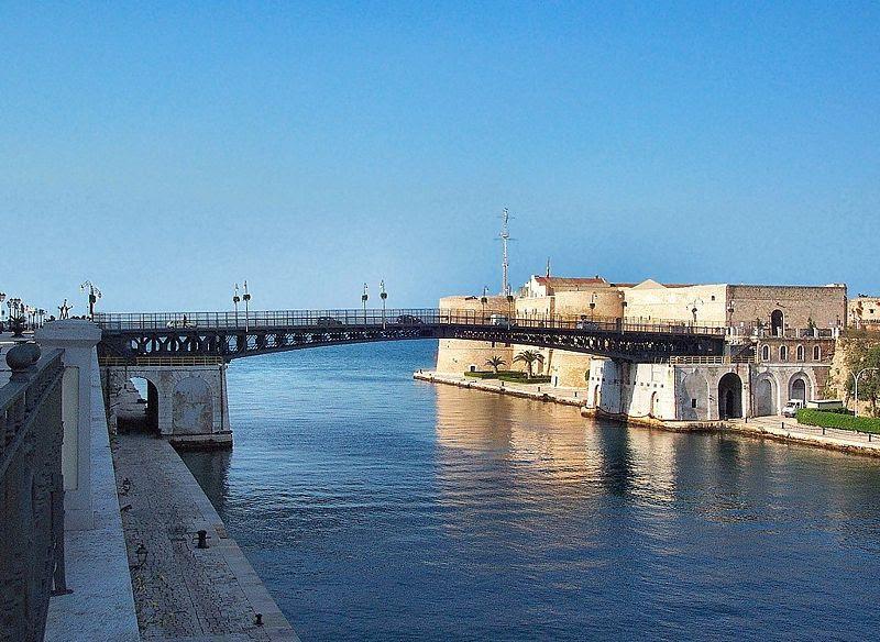 File:Ponte Girevole Taranto.jpg