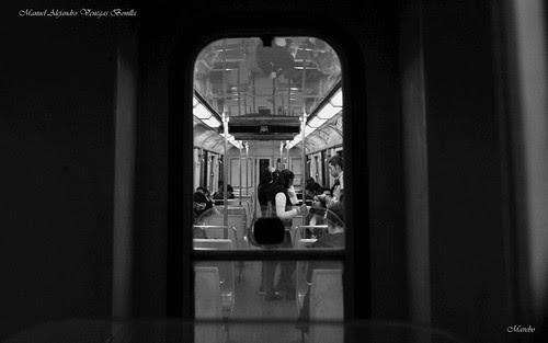 Santiago de Chile, ventanilla de metro by Alejandro Bonilla