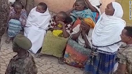 Los tigrayanos dijeron: 'Veremos si Estados Unidos los salvará ahora'.  mientras cientos detenidos por soldados etíopes y eritreos