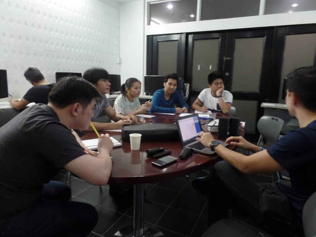 VoiceMaster teaches voice acting in raket.ph workshop