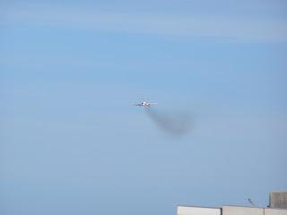 Polish Tupolev TU154 - smoke trails!