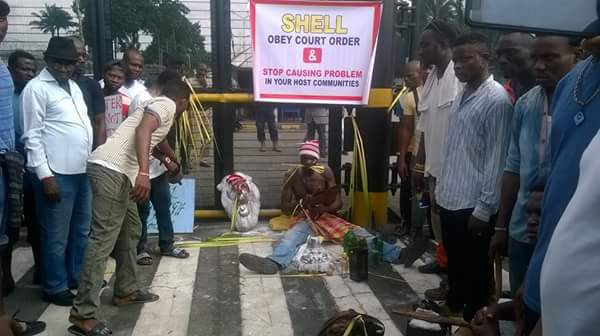 3 Communities Block Shell Company Gate In Rivers With A Juju Priest (Photos) -