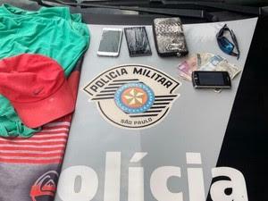 Homem é preso suspeito de roubar passageiros de ônibus em Pinda (Foto: Divulgação/Polícia Militar)