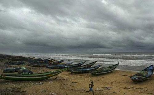 CYCLONE LIVE: অন্ধ্র উপকূলের কাছাকাছি অবস্থান করছে হুদহুদ