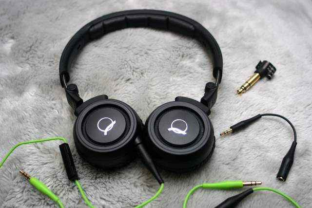 The Quincy Jones Q460 headphones