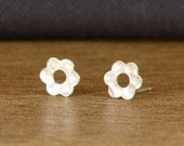 Valentine's Day SALE: Everyday stud earrings, sterling silver post earrings, flower earrings, silver erings, jewelry gift under 20 USD - tuliya