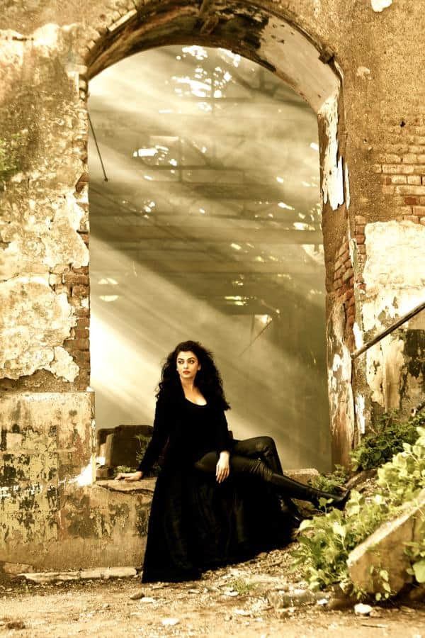 Aishwarya Rai Bachchan's first look from Jazbaa song Bandeyaa will convince you that she is the sole queen of Bollywood!