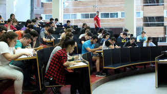 Alumnes examinant-se de la prova de selectivitat al Campus Ciutadella de la UPF (ACN)