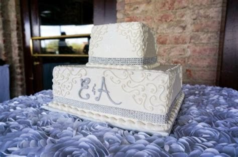 Gorgeous wedding cakes with bling