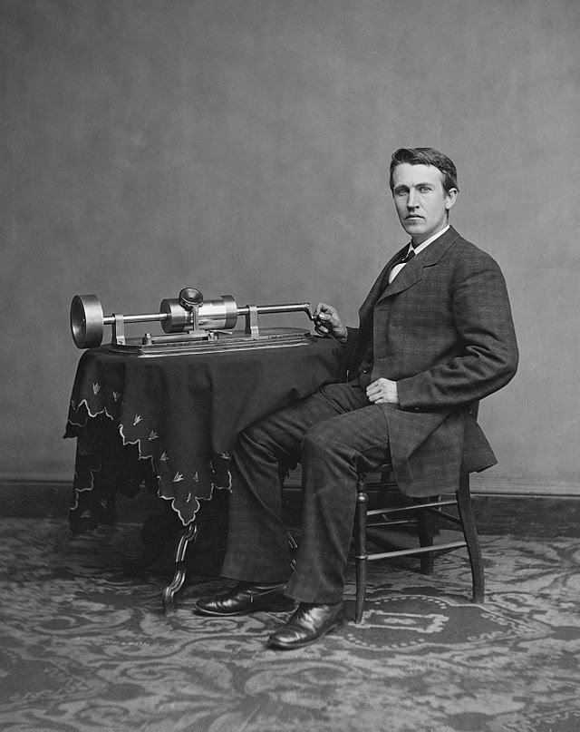 640px-Edison_and_phonograph_edit2.jpg