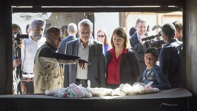 Des ministres canadiens visitent le camp de Zaatari, en Jordanie.