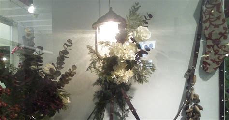 Silver Trappings: Christmas Decorations for Your Outdoor