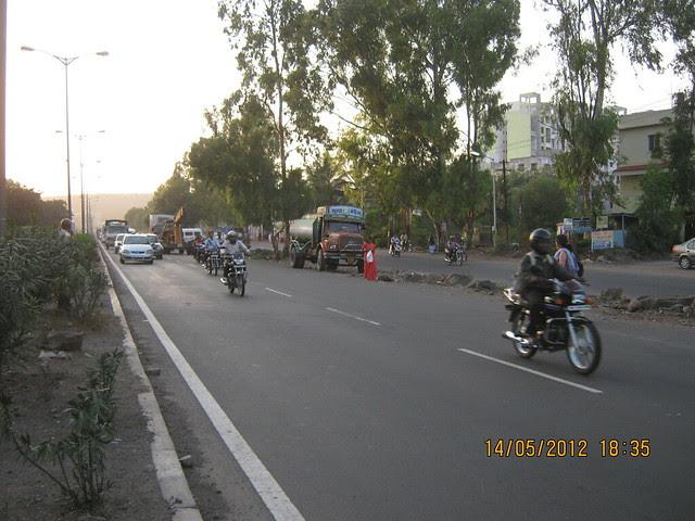 Warje Service Road - Visit Suyog Aura Warje Pune 411052