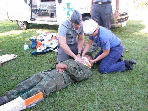 Médicos e enfermeiros do Hospital Naval de Brasília durante adestramento 02
