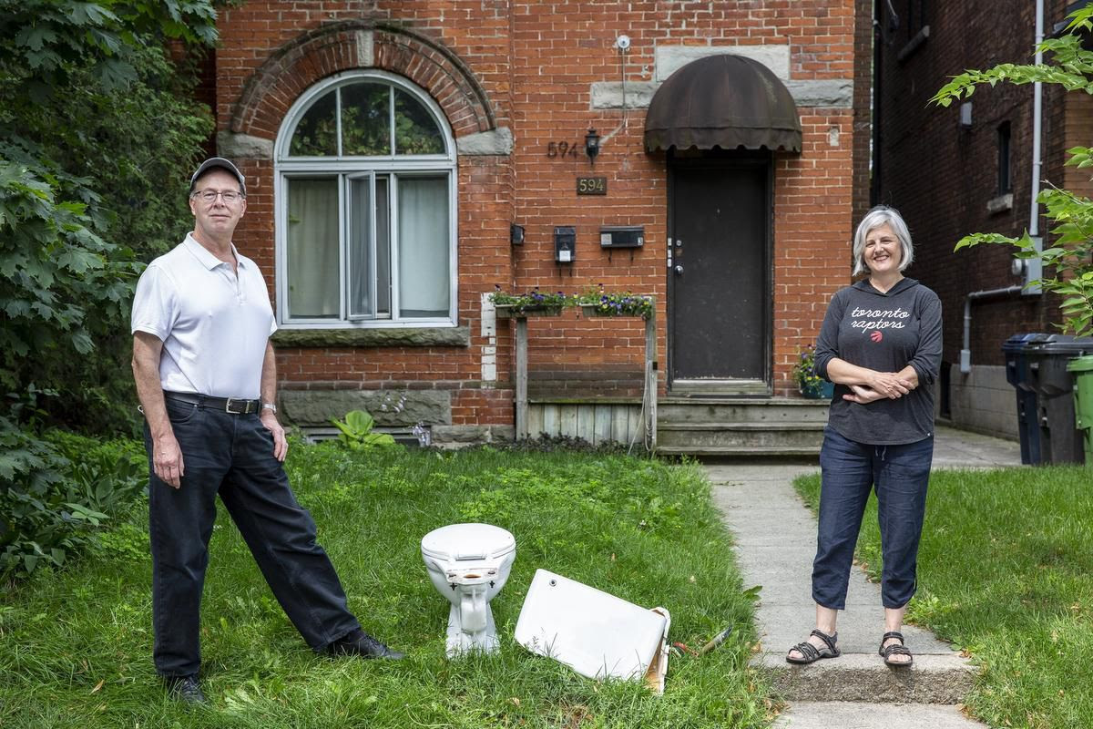I'm thankful for a great landlord and my High Park flat, but it's time to say goodbye to Toronto