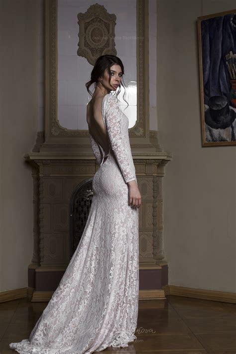 Backless wedding dress   Albert?   stunning gown features