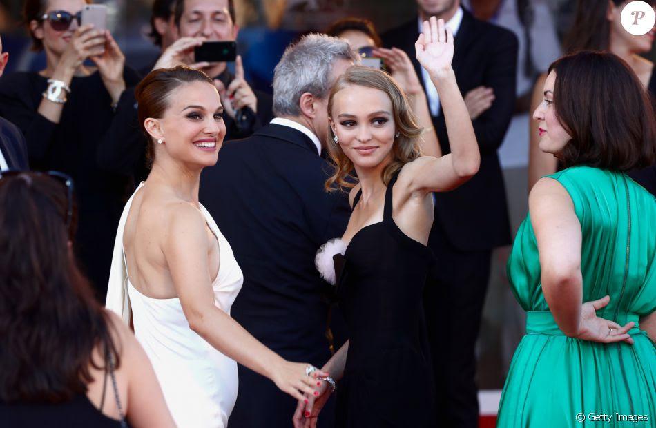 Grávida, Natalie Portman exibe barriguinha discreta no Festival de Veneza nesta quinta-feira, dia 08 de setembro de 2016
