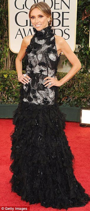 Mudança rápida: E!  Giuliana Rancic estrela contabilizaram duas trocas de roupa no meio seus deveres tapete vermelho
