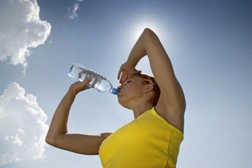 http://www.dieta-saludable.com/wp-content/uploads/2011/05/Hidrataci%C3%B3n.jpg
