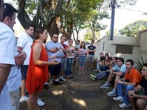 Mutuários se reuniram para protestar contra atraso na entrega de imóveis no Parque Jambeiro em Campinas (Foto: Anaísa Catucci/ G1)