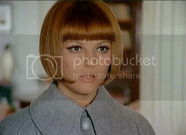 photo claudia_cardinale_tente_rouge-2.jpg
