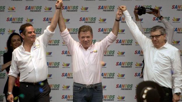 De izquierda a derecha: Germán Vargas Lleras, Juan Manuel Santos y César Gaviria en 2014.