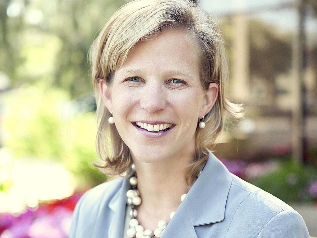 No. 21: Intersect ENT's Lisa Earnhardt