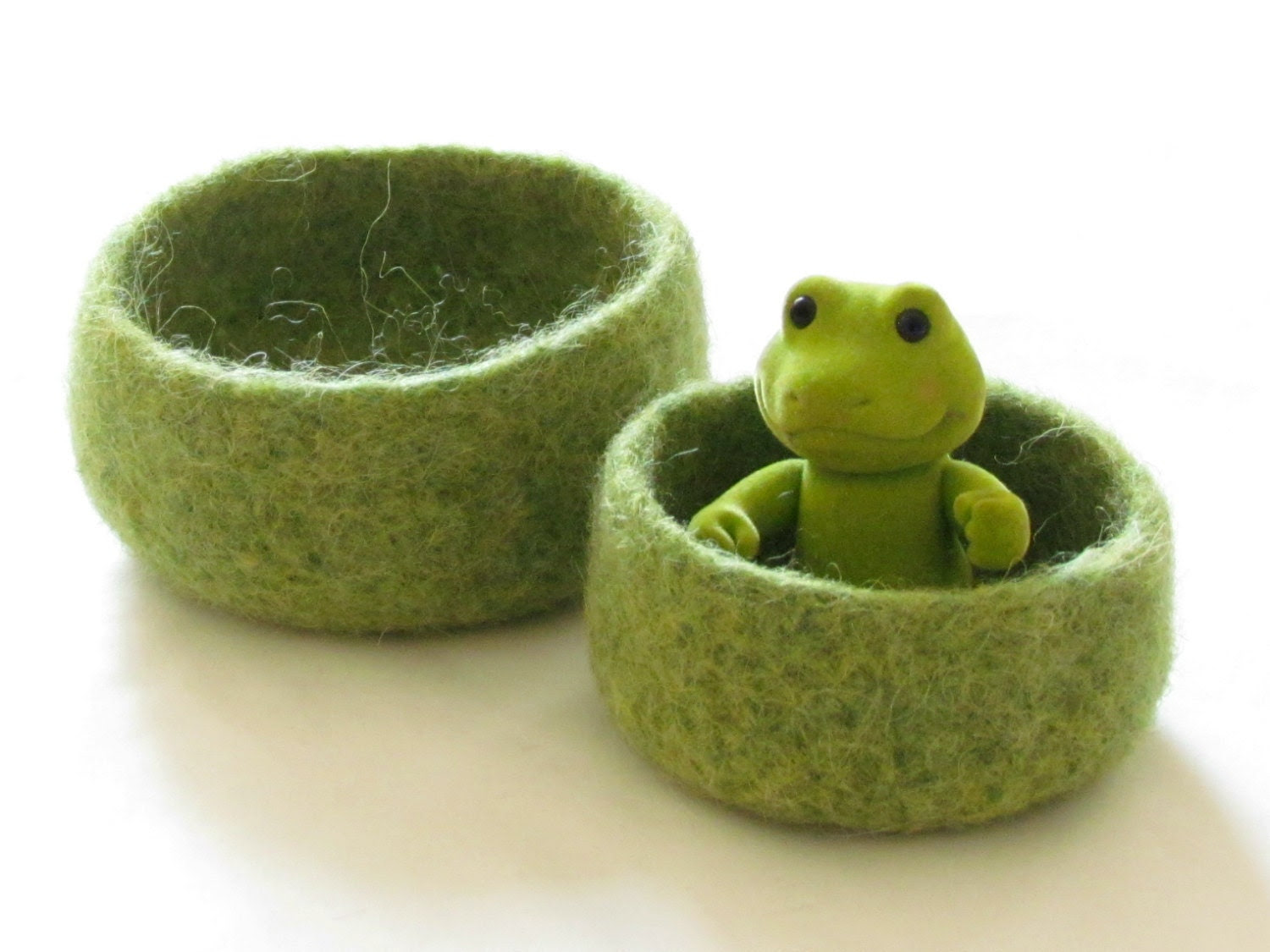Green Felted bowl  - Cozy gift - waldorf toy -  Set of two nesting bowls - theYarnKitchen
