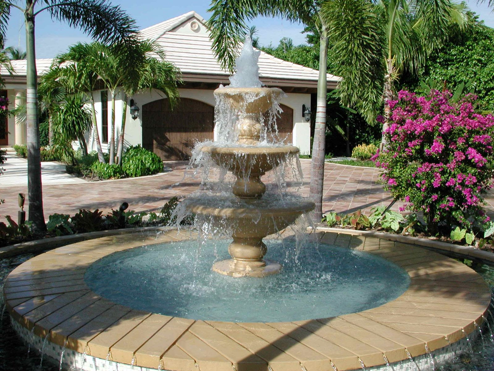 Fabulous Water Fountain 1600 x 1200 · 429 kB · jpeg