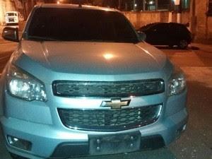 Arma estava na carroceria de veículo (Foto: G1)